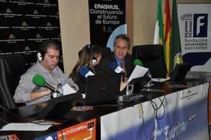 Rector junto a los presentadores del programa ahora +Europa
