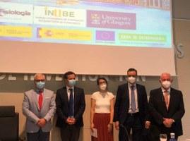 Isabel Gálvez junto a miembros del Tribunal